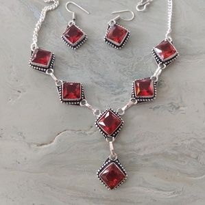 Nice and delicate garnet necklace set
